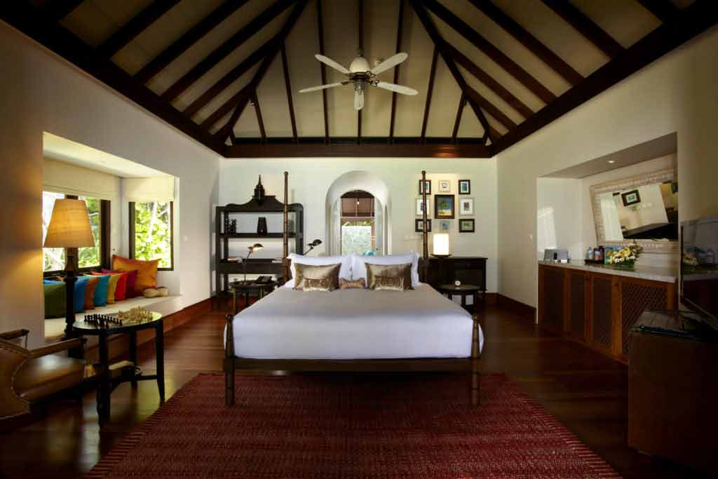 kihavah-beach-pool-villa-bedroom